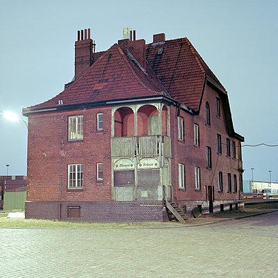 Haus im Hafen - p1214m1017173 von Janusz Beck