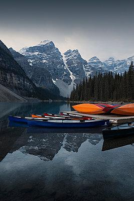 Boote Morain Lake - p1341m1559682 von Conny Hepting