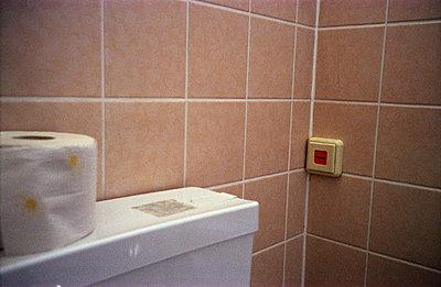 Toilet paper - p0950032 by Tina Klietz