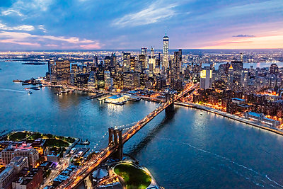Aerial of lower Manhattan skyline and Brooklyn bridge at dusk, New York, USA - p651m2007173 by Matteo Colombo photography