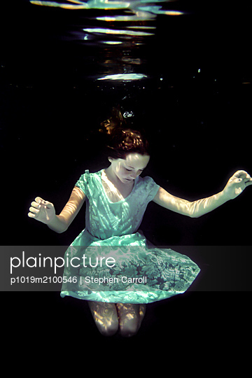 Girl Underwater  - p1019m2100546 by Stephen Carroll