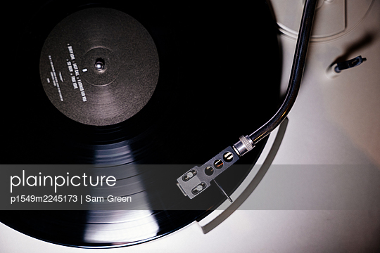 Black record on record player - p1549m2245173 by Sam Green