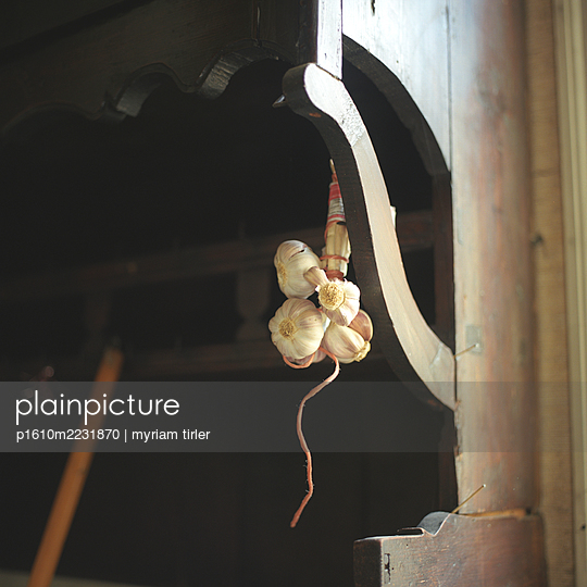 A garlic braid - p1610m2231870 by myriam tirler