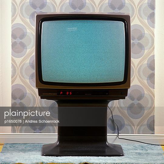 Altmodischer Fernseher - p1650078 von Andrea Schoenrock