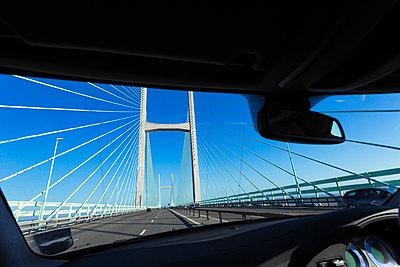 Überqueren einer Brücke - p1057m1475315 von Stephen Shepherd