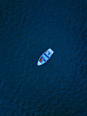 Rowing boat on the water, drone photography - p1108m2210628 by trubavin