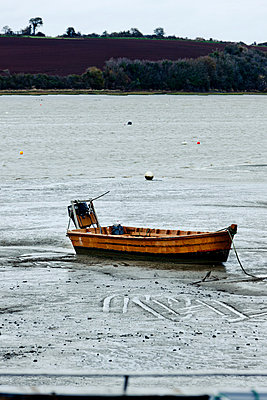 Fishing boat at low tide - p248m877405 by BY