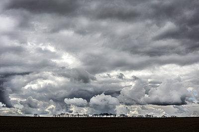 Dramatischer himmel - p710m1475377 von JH