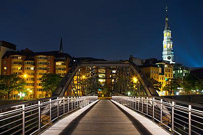 Brücke - p324m943330 von Alexander Sommer