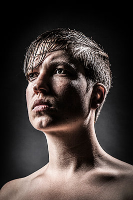 Portrait of a woman - p403m902140 by Helge Sauber