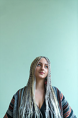 Woman with dreadlocks - p427m2076117 by Ralf Mohr