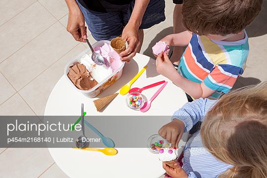 Ice cream buffet - p454m2168140 by Lubitz + Dorner
