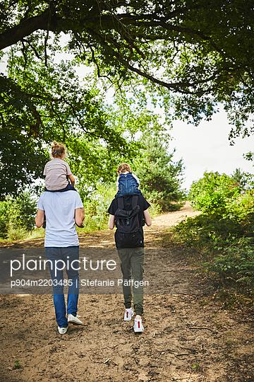 p904m2203485 by Stefanie Päffgen