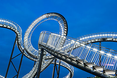 Tiger & Turtle Magic Mountain Duisburg - p401m2187903 von Frank Baquet