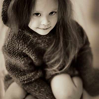 Caucasian girl wearing knitted sweater - p555m1312217 by Vladimir Serov