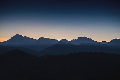 Sonnenaufgang in den Bergen - p1396m1502293 von Hartmann + Beese