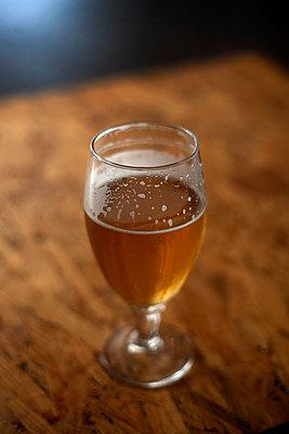 Beer glass - p1028m1048181 by Jean Marmeisse