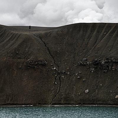 Coastal erosion, Iceland - p1624m2195910 by Gabriela Torres Ruiz