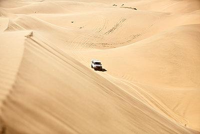 Africa, Namibia, Namib-Naukluft National Park, Namib desert, desert dunes, off-road vehicle - p300m1567800 by Christian Vorhofer