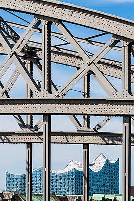 Brücken Philharmonie - p488m2126274 von Bias