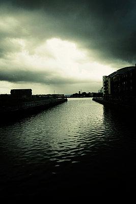 Cardiff, Hafenbecken - p597m932719 von Tim Robinson