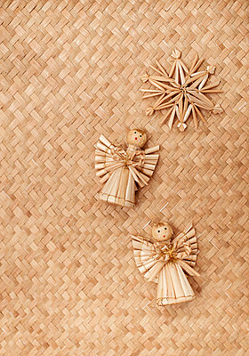 Straw decorations - p971m995658 by Reilika Landen