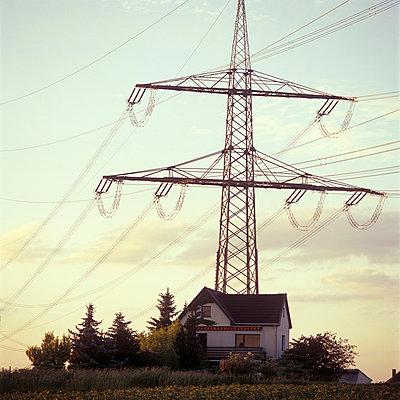 Strommast hinterm Haus - p2200046 von Kai Jabs
