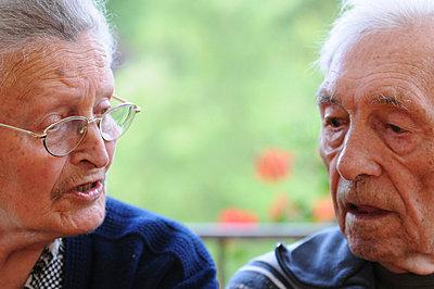 Elderly couple sitting together - p6740074 by ME Schneider