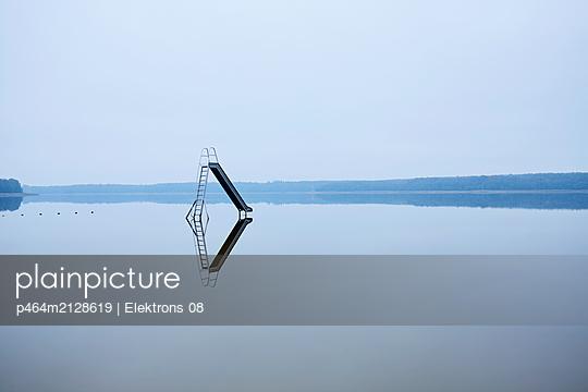 p464m2128619 by Elektrons 08