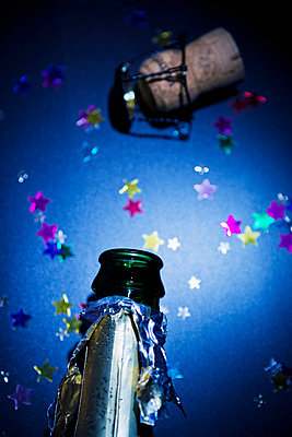 Champagne bottle and cork - p1149m2125279 by Yvonne Röder