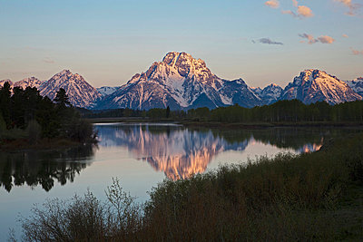 USA, Wyoming, Oxbow Bend at sunrise - p3008418f by Fotofeeling