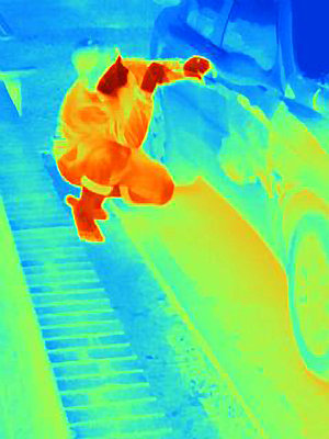 Thermal photograph of a burglar breaking into a car - p429m859734 by Joseph Giacomin