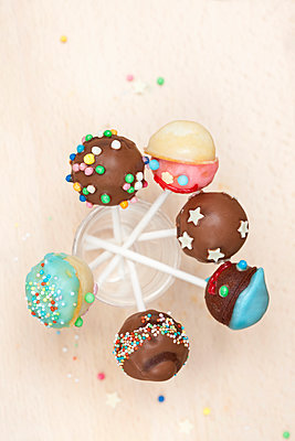 Cake-Pops - p781m1064336 von Angela Franke