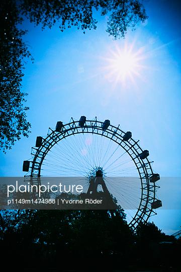 Ferris wheel in Vienna - p1149m1474988 by Yvonne Röder