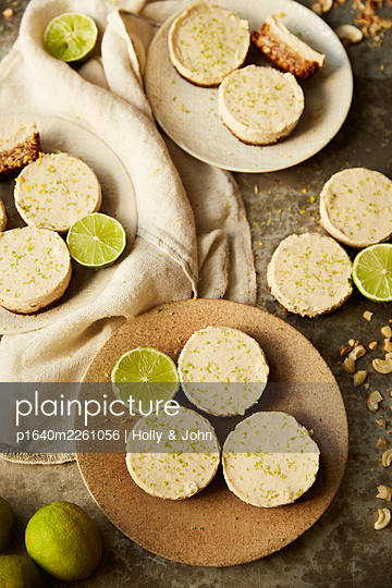 Lime tartlets - p1640m2261056 by Holly & John