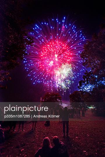 Flammende Sterne - p335m1087285 von Andreas Körner