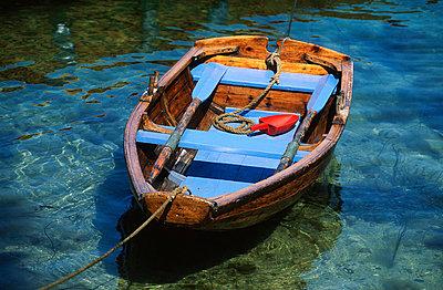 Wooden boat - p1003m759414 by Terje Rakke
