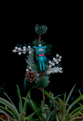 Cat figure as Christmas tree decoration - p1279m1286201 by Ulrike Piringer