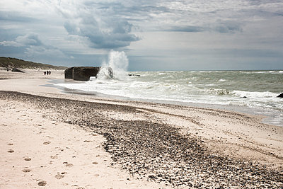 Denmark, Ulfborg, German Atlantic Wall bunker sinking in the sea - p300m1505827 by HWO