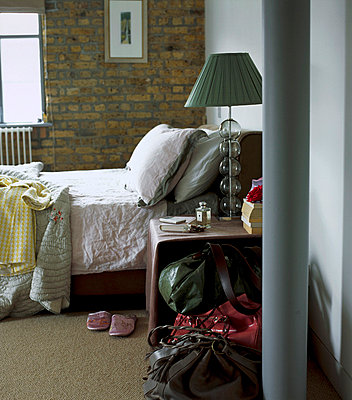 Warehouse conversion apartment bedroom - p3493665 by Emma Lee