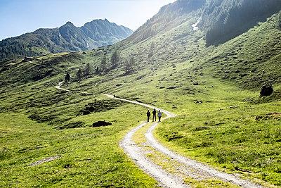 Berge - p713m2122576 von Florian Kresse