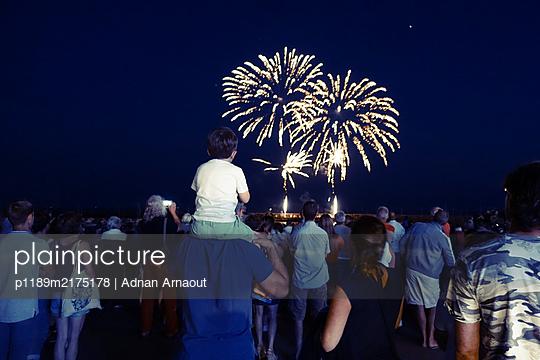Feuerwerk - p1189m2175178 von Adnan Arnaout