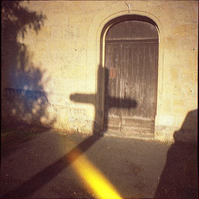 Entry way - p1055m823027 by Joseph Charroy