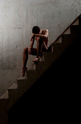 Dancer on stairs - p1139m924507 by Julien Benhamou