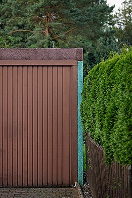 Brown garage - p5864392 by Kniel Synnatzschke