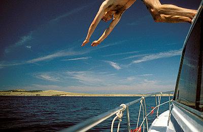 Diving in  - p0810066 by Alexander Keller
