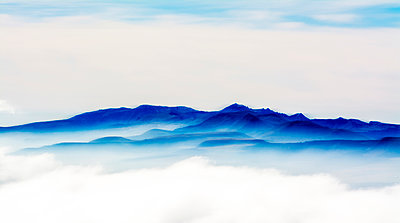 Panoramic view of the chain of volcanoes of Auvergne - p813m1119996 by B.Jaubert