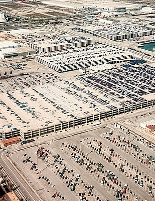 High angle view of rows of vehicles in harbor parking lots, Barcelona, Spain - p429m1052729 by Max Bailen
