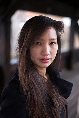 Young woman - p755m1000213 by Henrik Pfeifer