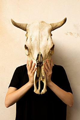 Masking - p1017m2015401 by Roberto Manzotti